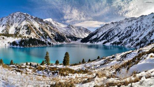 blue-winter-lake