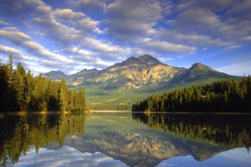 Pyramid-Lake-Jasper-National-Park-Alberta-Canada-400x600