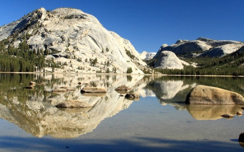 reflection-of-granite-domes-on-tenaya-lake-yosemite-national-park