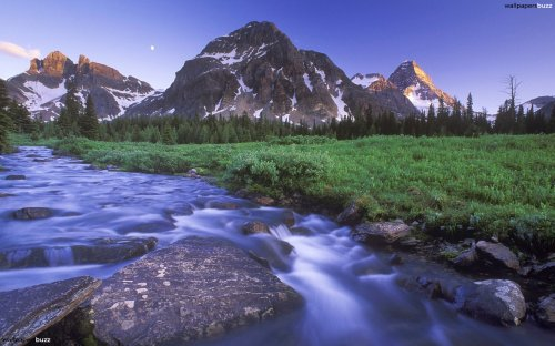b_river-in-mountains
