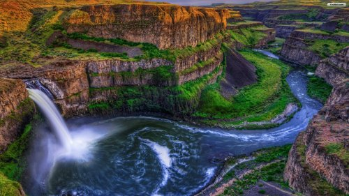 marvelous-waterfall-wallpaper
